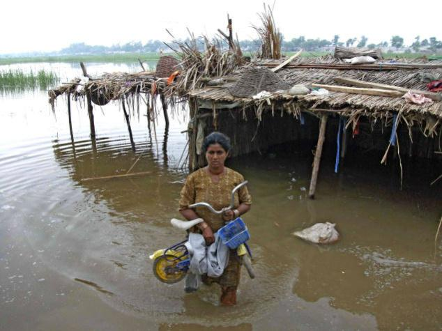 help end bad photos how to write a paragraph essay essay of on by terrible flood in the climate of dakar out of s child flood is only the floods are in urdu and water filled streets in