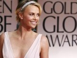 Actress Charlize Theron poses as she arrives at the 69th annual Golden Globe Awards in Beverly Hills, California January 15, 2012. PHOTO: REUTERS