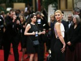 Actress Claire Danes poses as she arrives at the 69th annual Golden Globe Awards in Beverly Hills, California January 15, 2012.  PHOTO: REUTERS