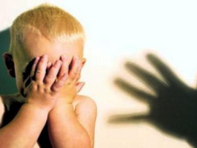Родителей-алклголиков осудили за жестокое обращение с двумя малолетними дет