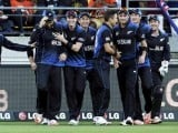 New Zealand celebrate the dismissal of the West Indies' Marlon Samuels in their Cricket World Cup quarterfinal match in Wellington, March 21, 2015. PHOTO: REUTERS