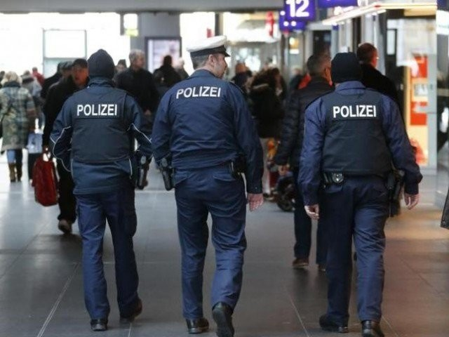 A German police officer allegedly abused two refugees, strangling an Afghan man and forcing a Moroccan to eat rotten pork off the floor. PHOTO: REUTERS