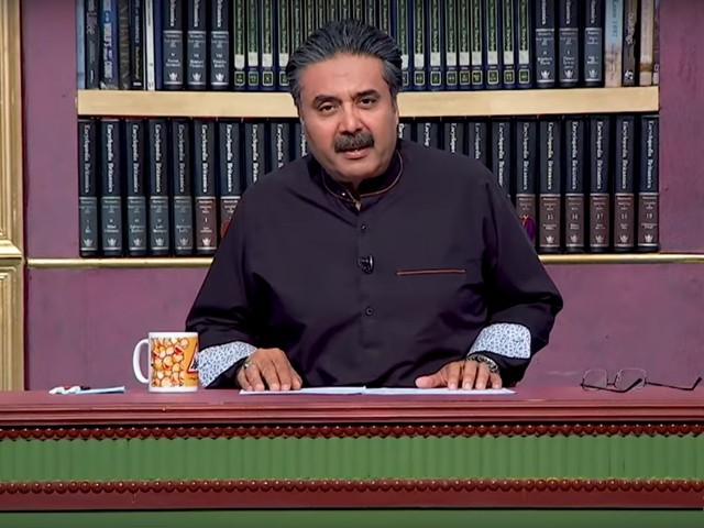 Aftab Iqbal was seen making obnoxious comments equating women's mental health issues with singlehood. PHOTO: SCREENSHOT