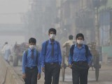School students return home as heavy smog envelops Lahore. PHOTO: GETTY
