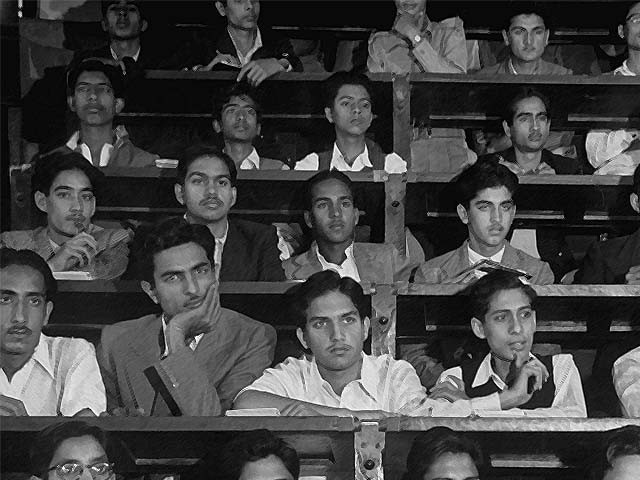 Pakistani students attend a freshman physics class at the Government College in 1947. PHOTO: GETTY